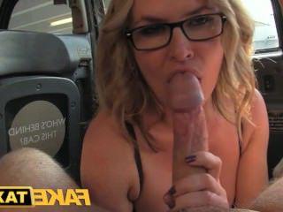 Дойки ком бесплатное видео сисястая красивая девушка голая позирует dojki com