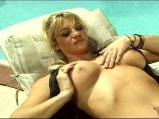 Дойки ком секс с гигантскими сиськами dojki com