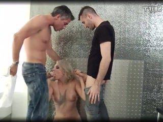 Дойки ком порно онлайн с сисястой секретаршей dojki com