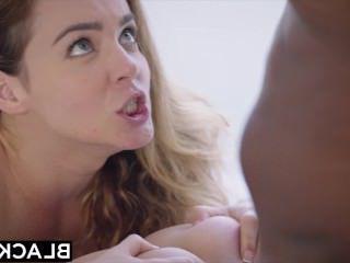 Дойки ком показывает сиськи на пляже видео dojki com