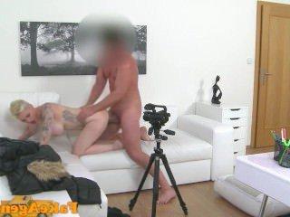 Дойки ком порно ролики кончают на огромные сиськи dojki com